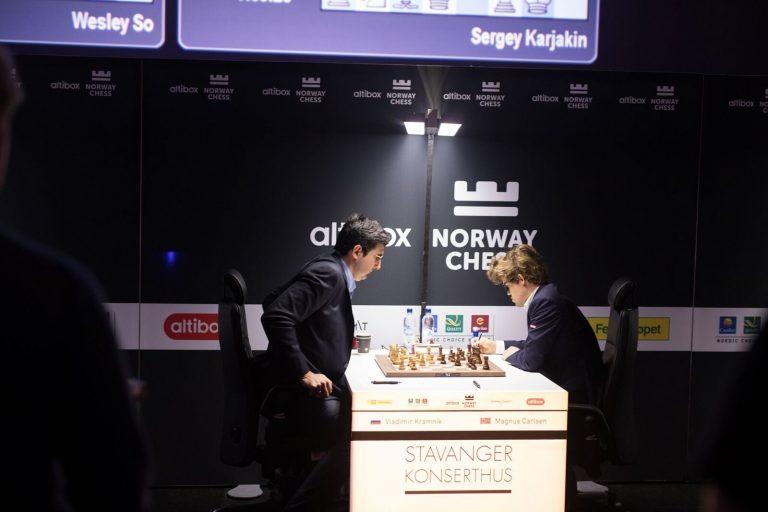 Det blinker røde lys for Magnus Carlsen